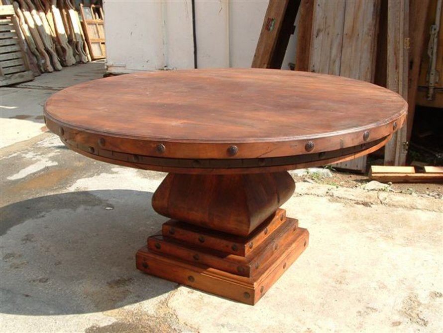 Image of: The Rustic Round Dining Table