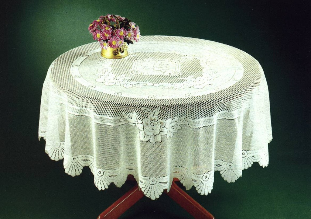 Image of: Traditional Round Table Clothes