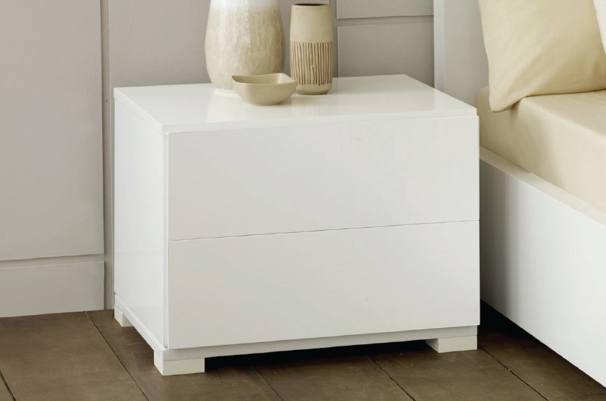 Picture of: White Lacquer Table Bedside