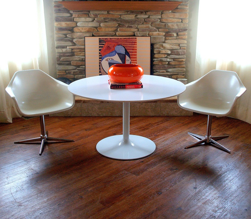 Image of: White Mid Century Round Dining Table