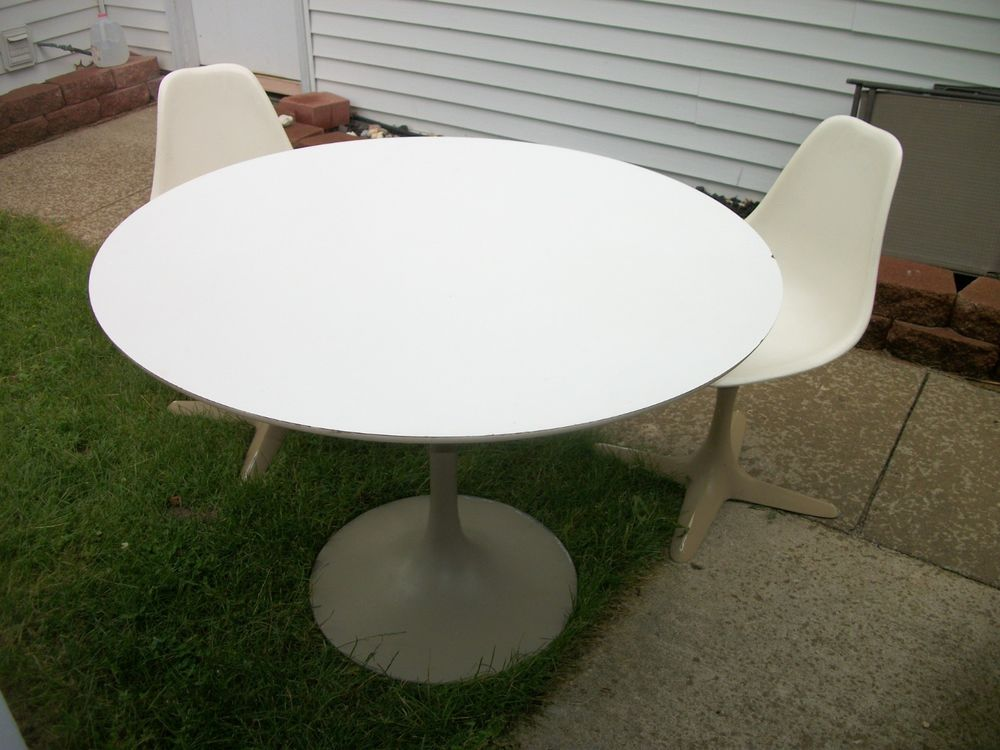Picture of: White Tulip Table 54 Round
