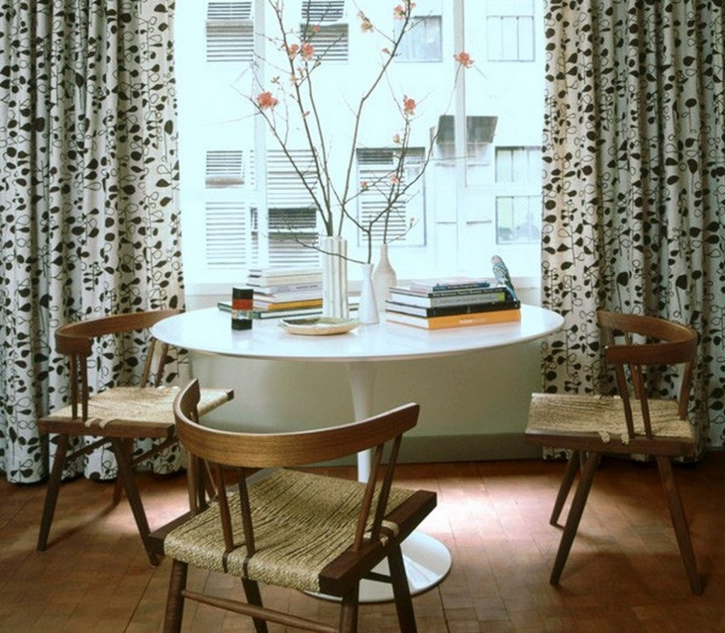 Picture of: White Tulip Table Chairs