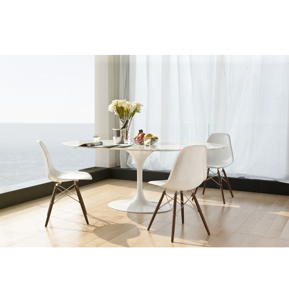 Picture of: White Tulip Table and Chairs