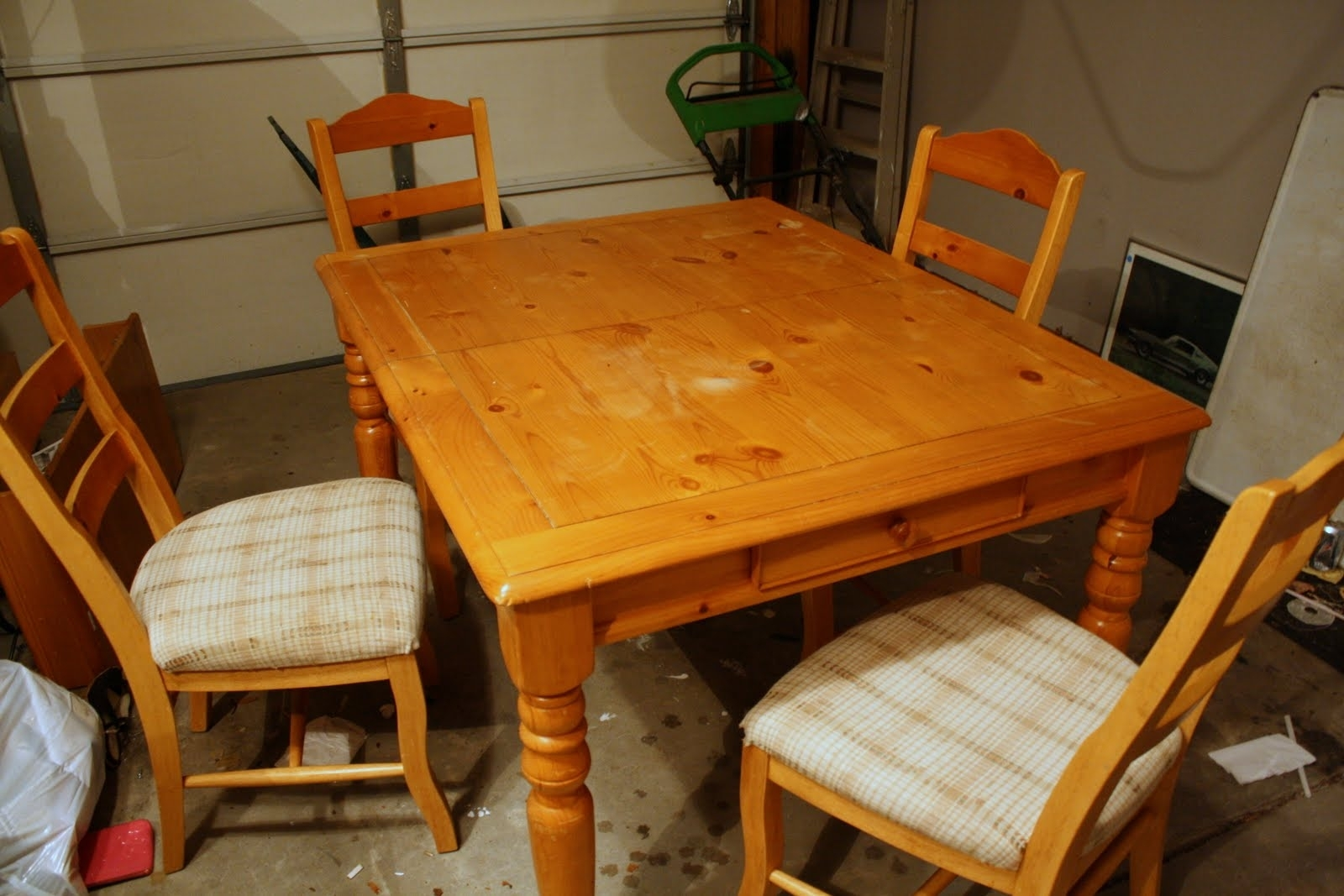 Image of: Beautiful How To Refinish Wood Table