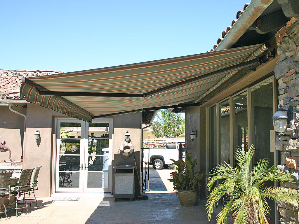 Picture of: retractable patio covers ideas