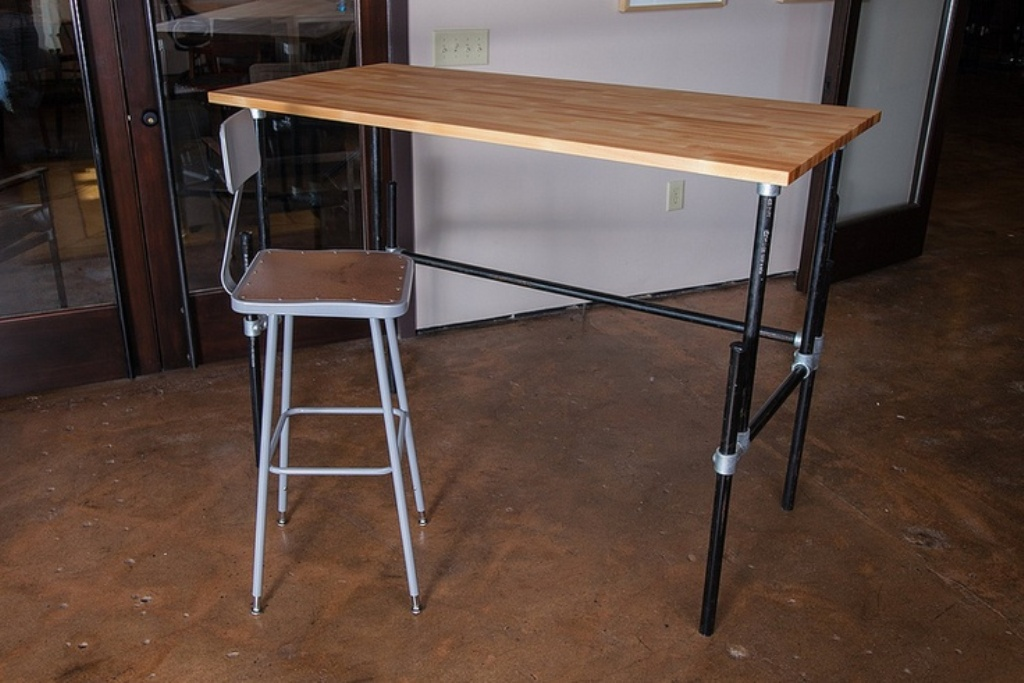 Picture of: Adjustable Standing Desk Diy