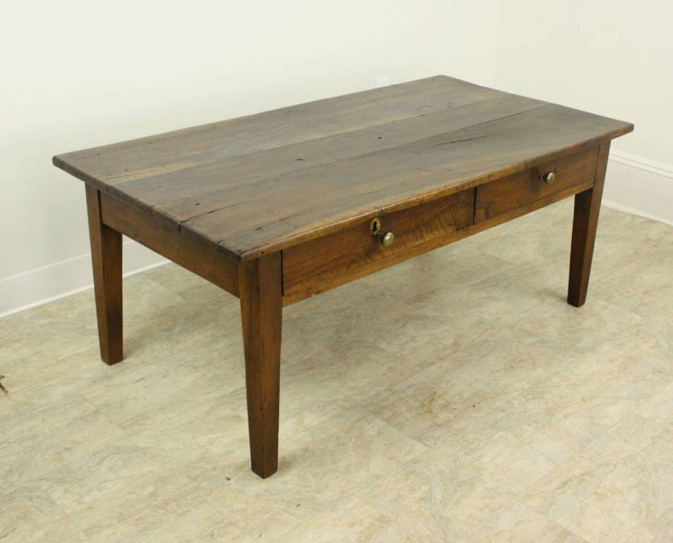 Picture of: Antique Coffee Table With Drawers