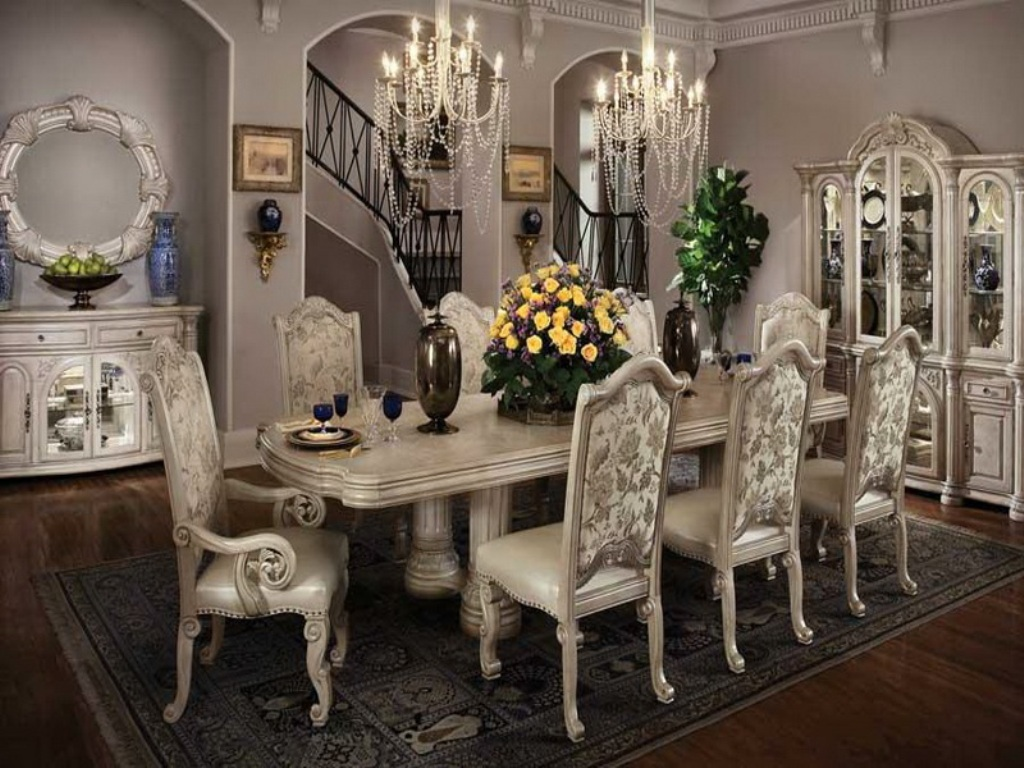 Image of: Decorations For Dining Room Table