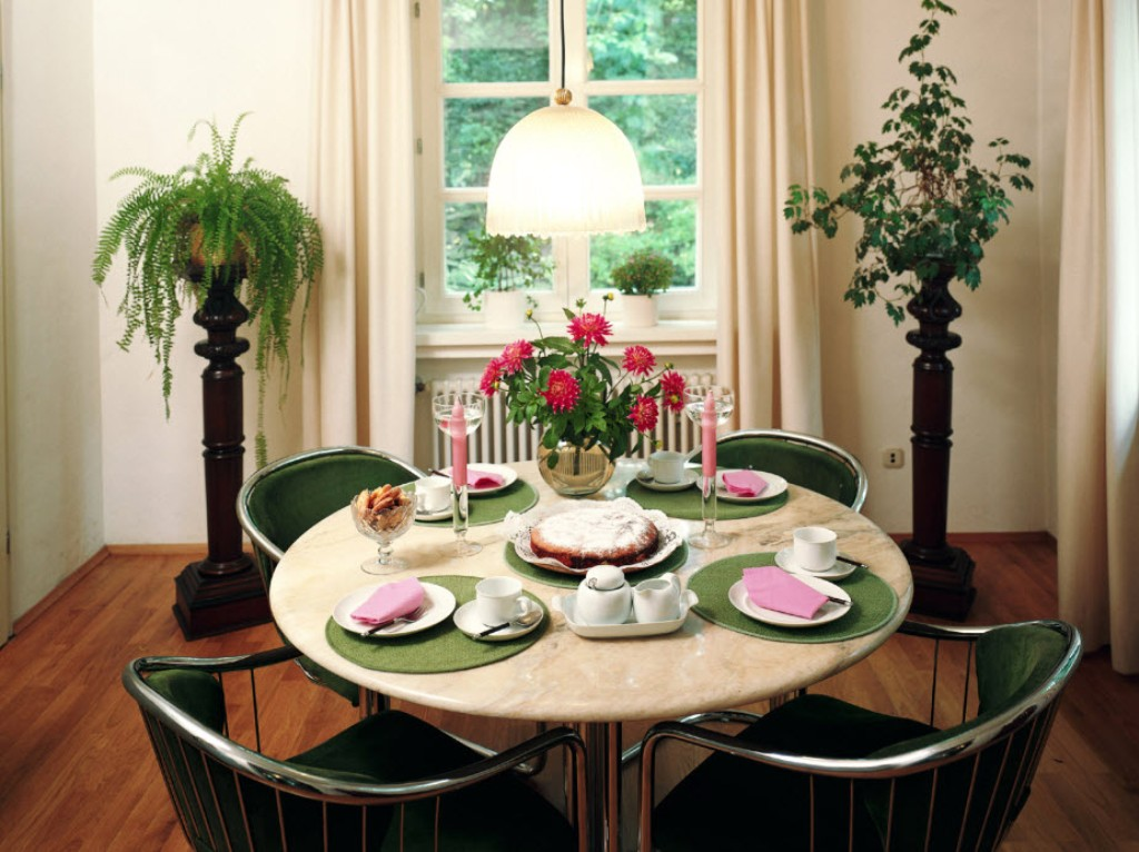 Image of: Dining Room Table Decorating Ideas Pictures