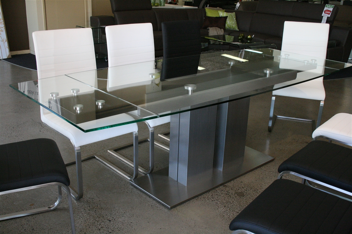 Image of: Glass Extendable Dining Table Models