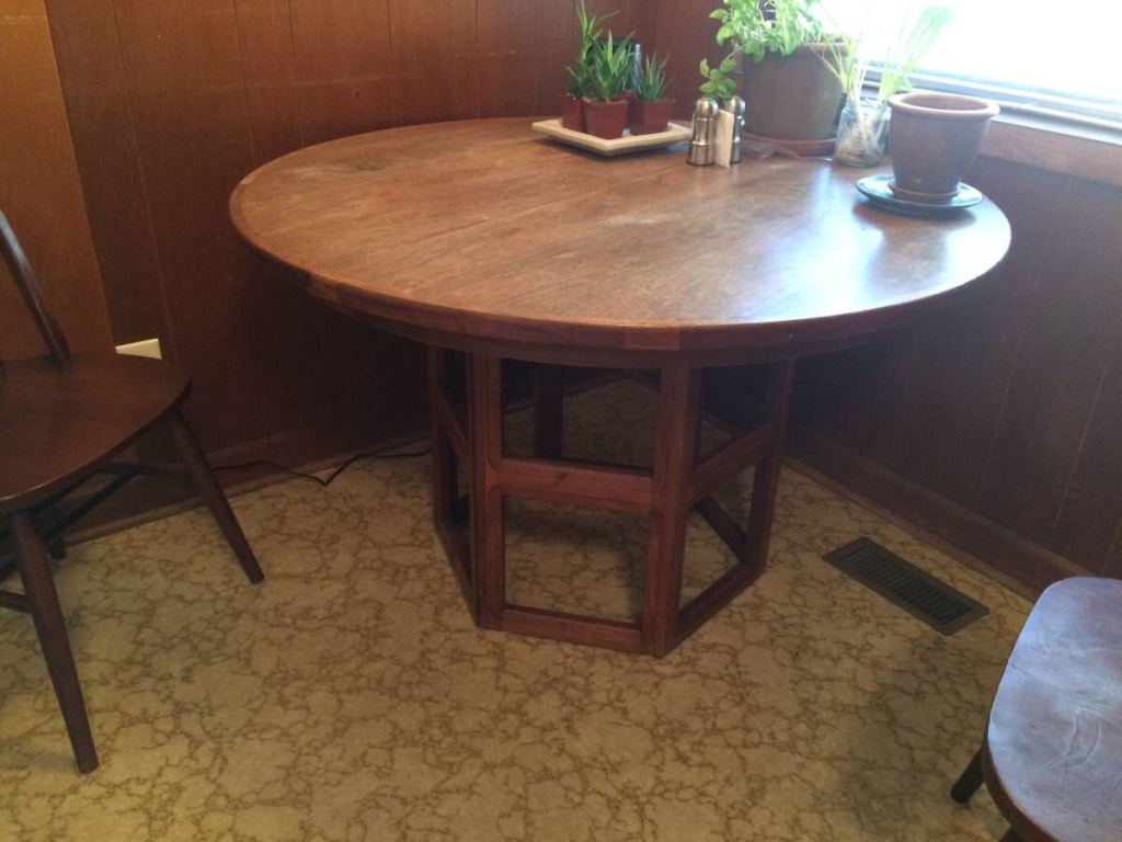 Picture of: Mid Century Modern Expandable Round Dining Table