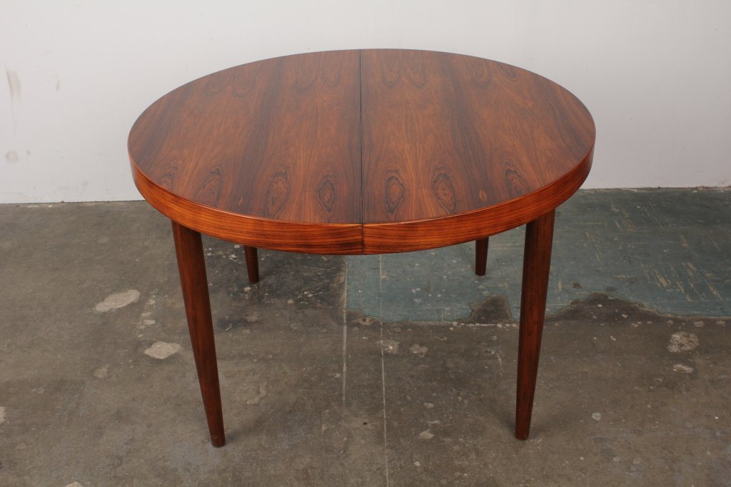 Image of: Mid Century Modern Round Dining Table Designs