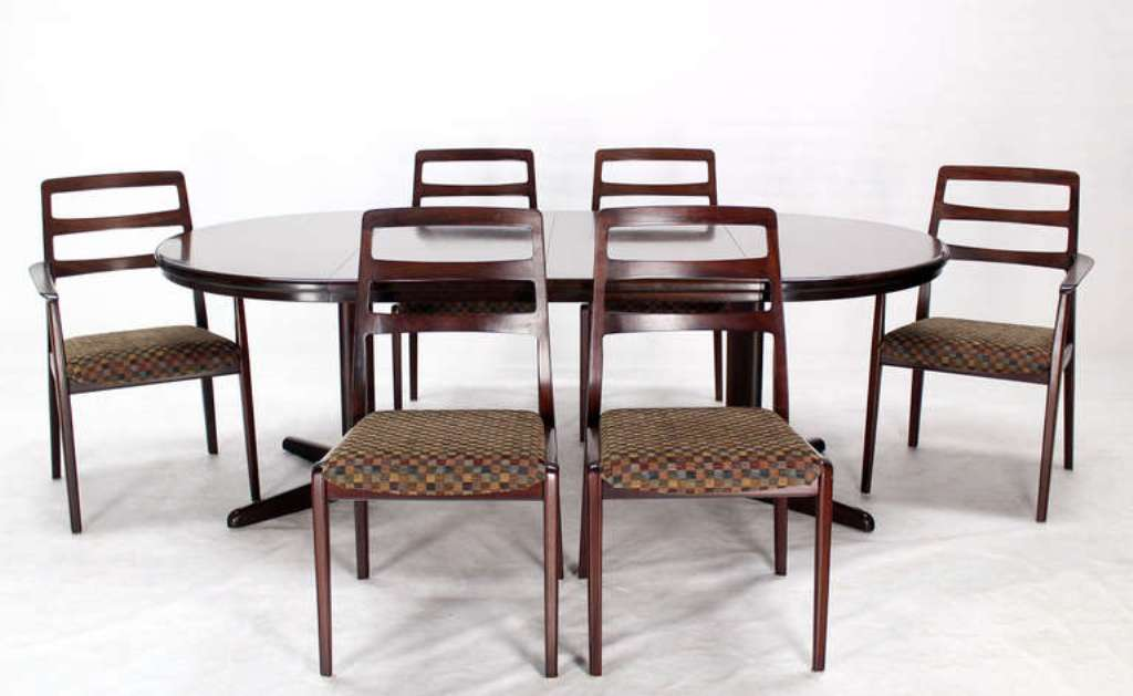 Image of: Mid Century Modern Round Dining Table Set