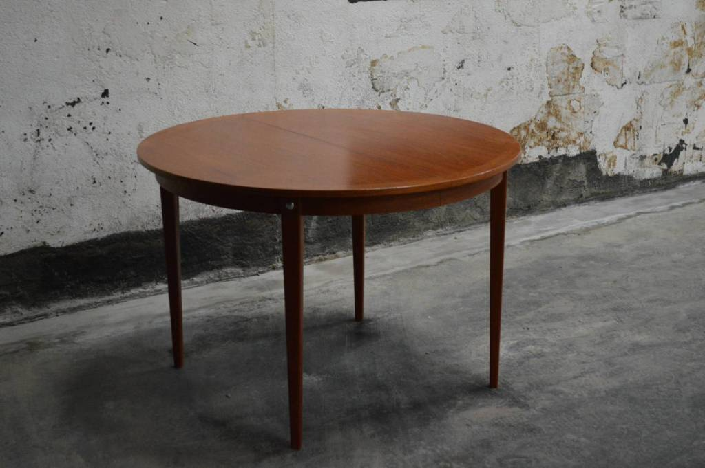 Image of: Mid Century Modern Round Dining Tables