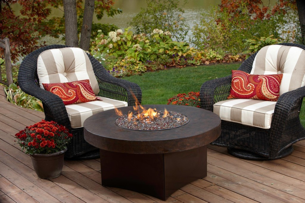 Image of: Outdoor Coffee Table Fire Pit Decorations