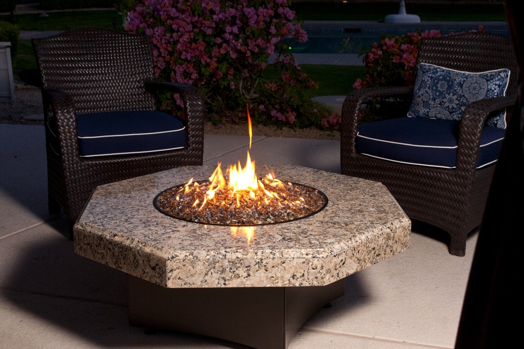 Image of: Outdoor glass fire pit table