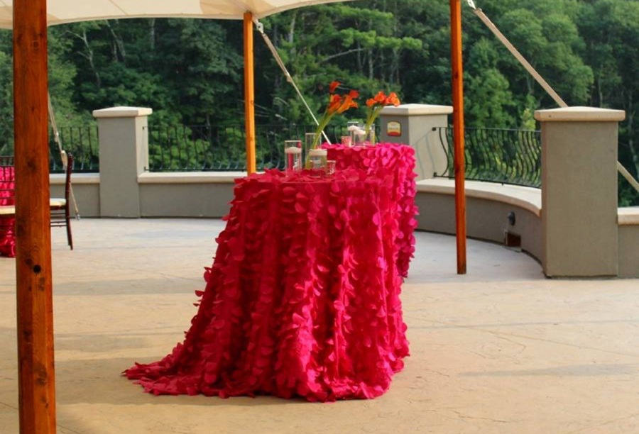 Image of: Red Cocktail Table Linens