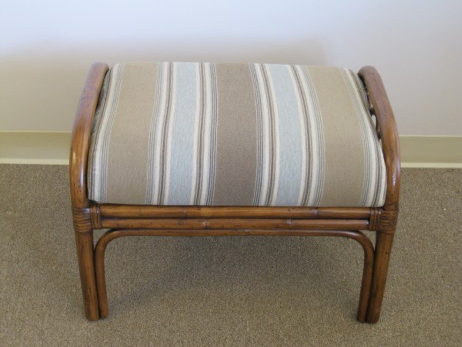 Image of: Wicker Ottoman Replacement Cushion