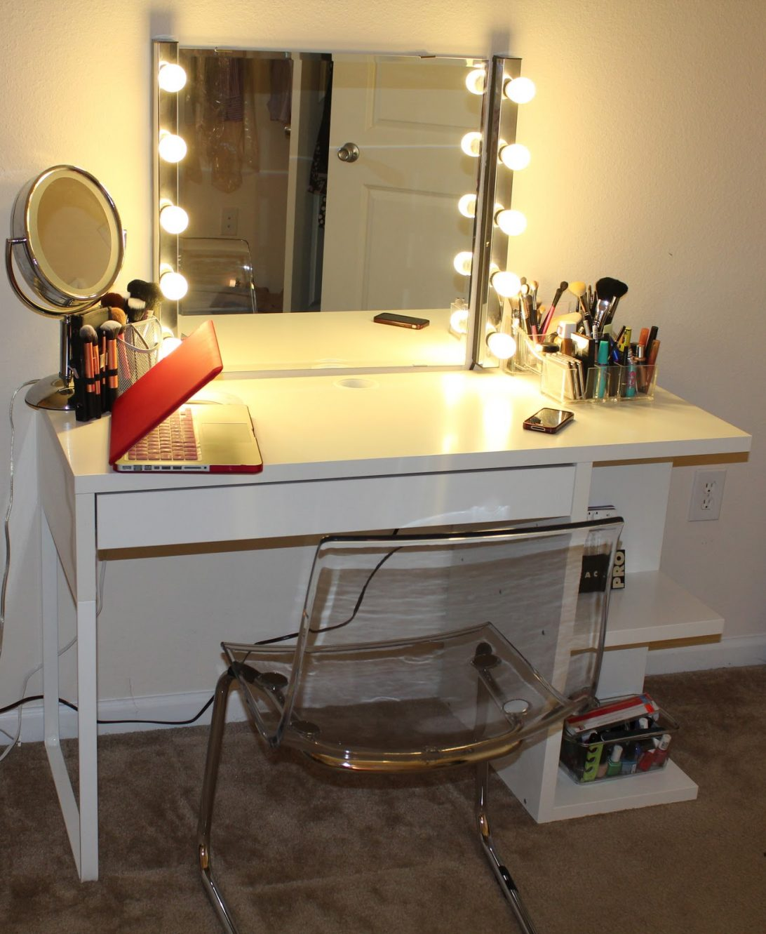 Picture of: Alluring Vanity Set With Mirror