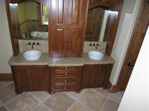 Image of: Amazing Double Vanity Bathroom