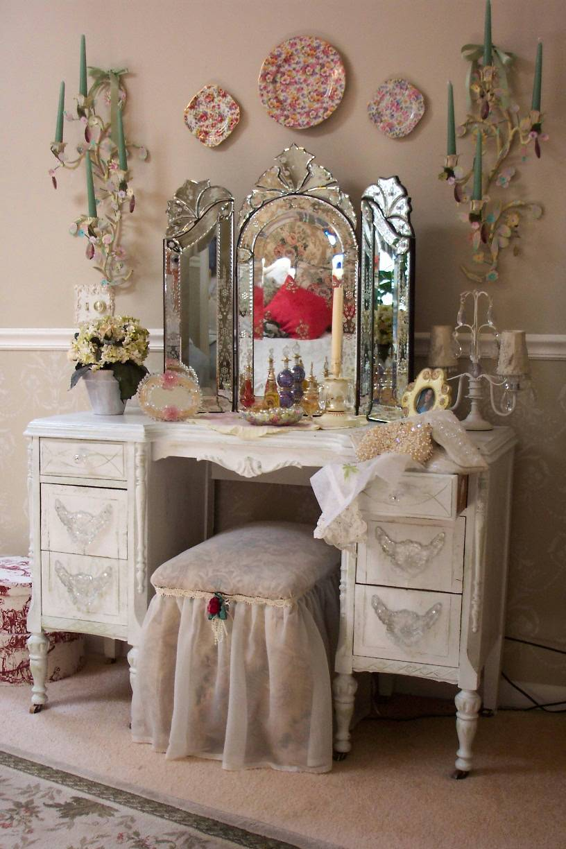 Image of: Antique Bedroom Vanity Decor