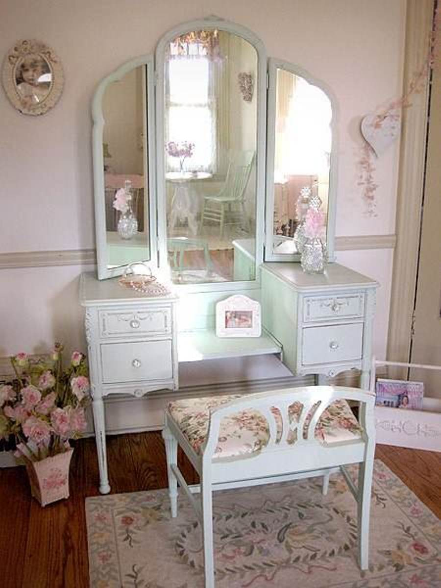 Image of: Antique Bedroom Vanity Ideas