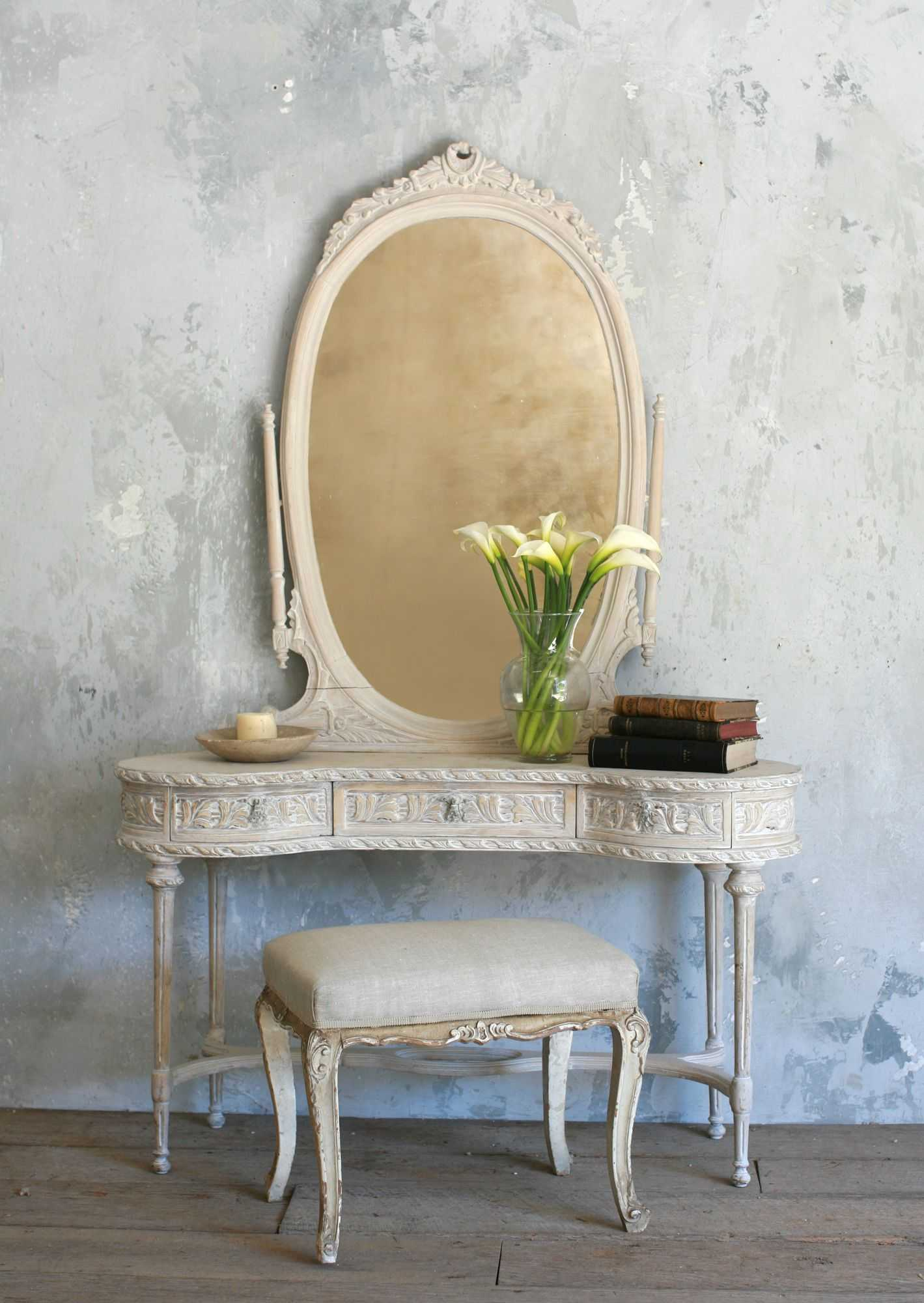 Image of: Antique Bedroom Vanity Mirror Style