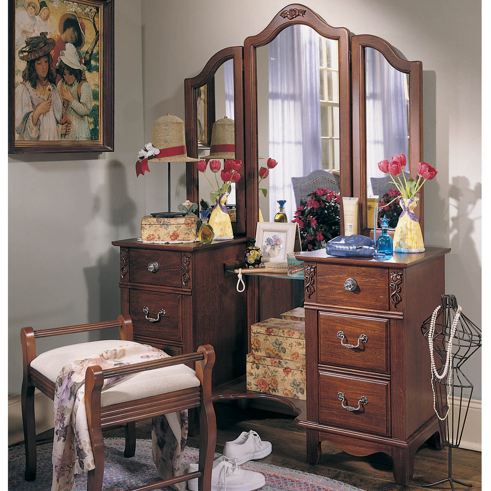 Image of: Antique Bedroom Vanity Style
