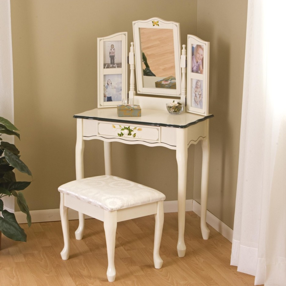 Picture of: Antique Bedroom Vanity White