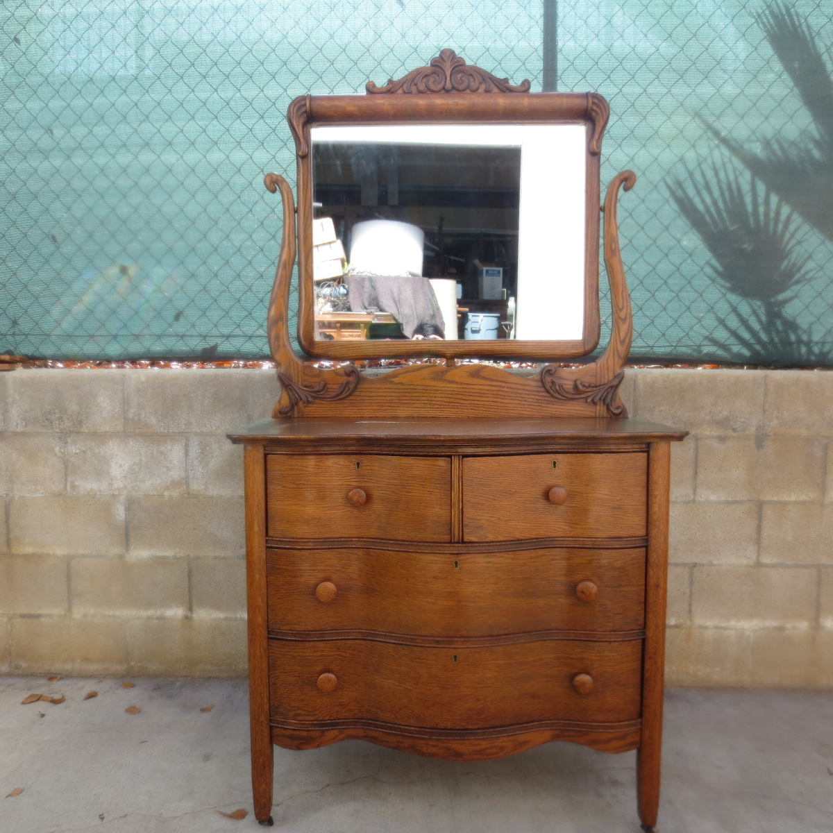 Picture of: Antique Makeup Vanity Mirror Ideas