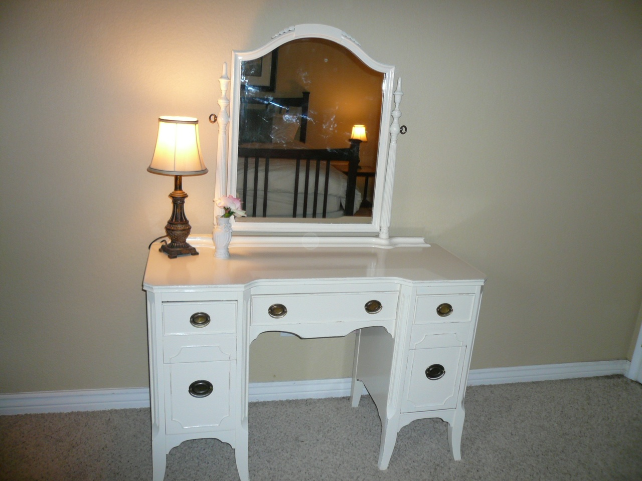 Image of: Antique Vanity with Mirror Value
