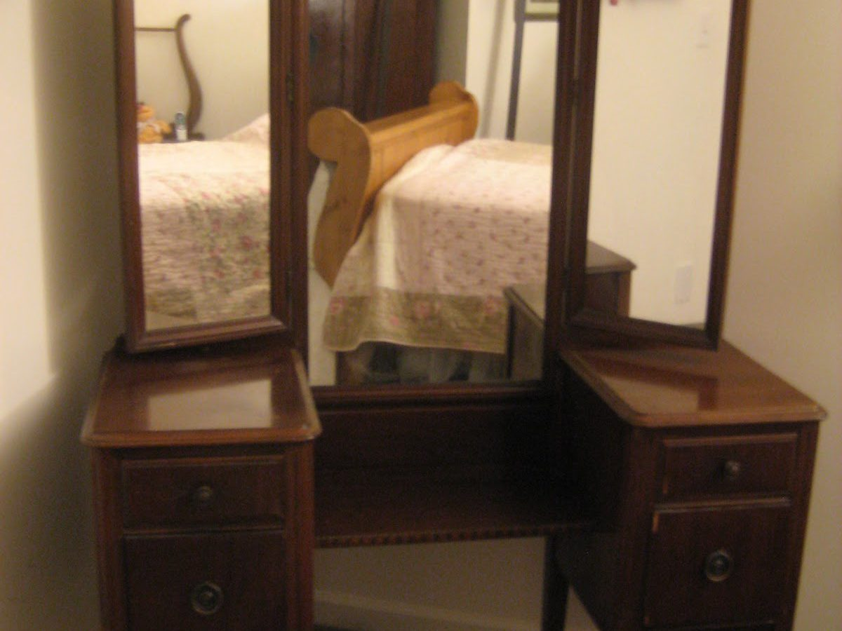 Image of: Antique Vanity with Mirror and Bench