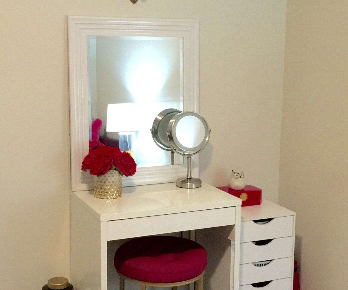 Image of: Bedroom Makeup Vanity Cheap