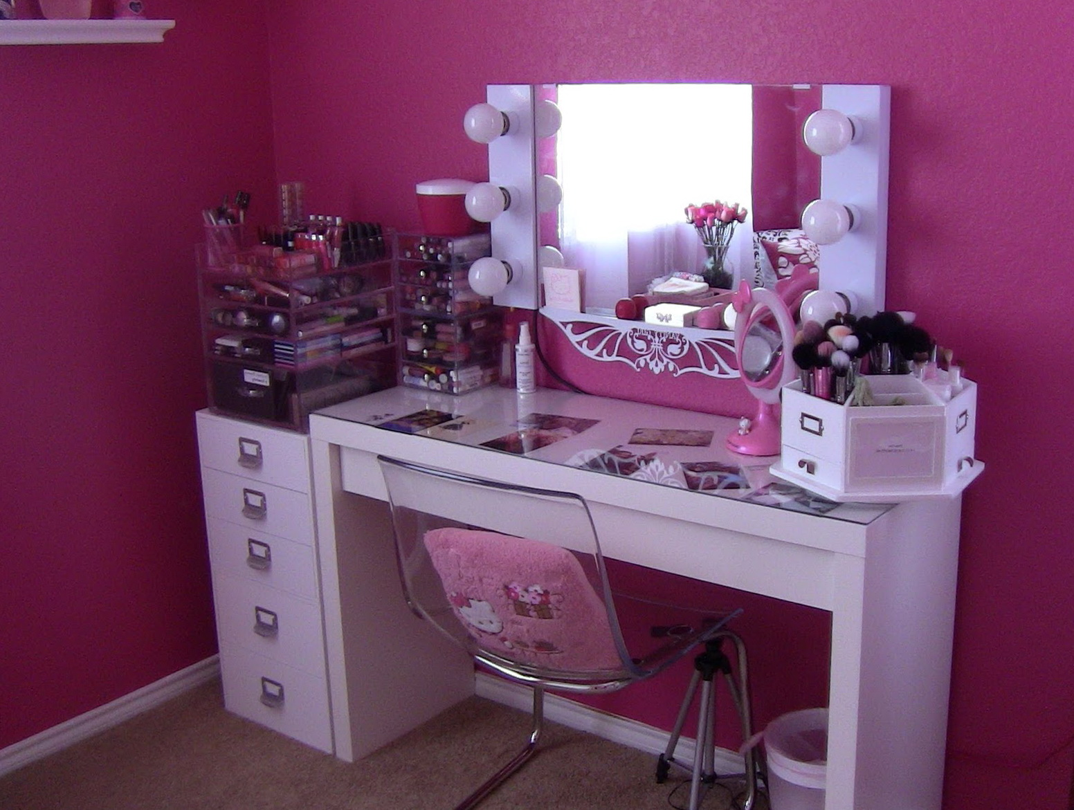 Picture of: Bedroom Makeup Vanity Girls