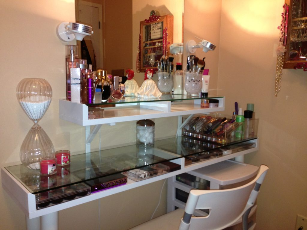 Image of: Bedroom Makeup Vanity Glass