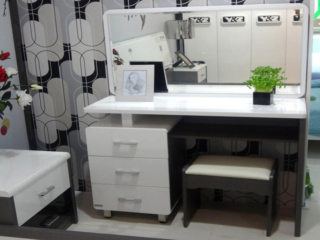 Image of: Bedroom Makeup Vanity Innovation