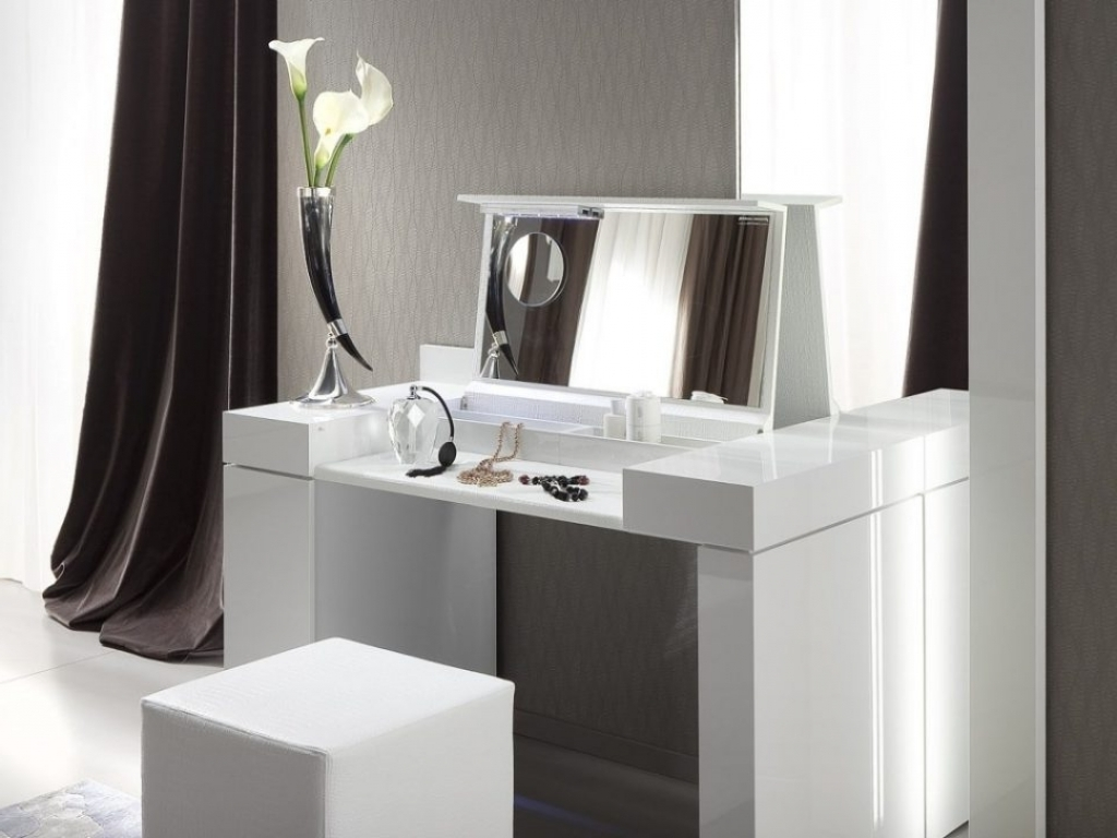 Image of: Bedroom Makeup Vanity Modern