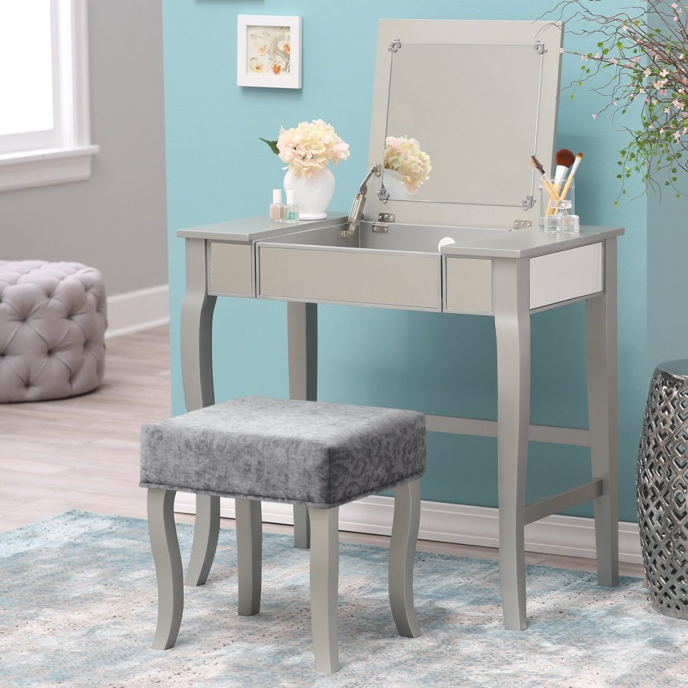 Picture of: Bedroom Vanity Desk Ideas