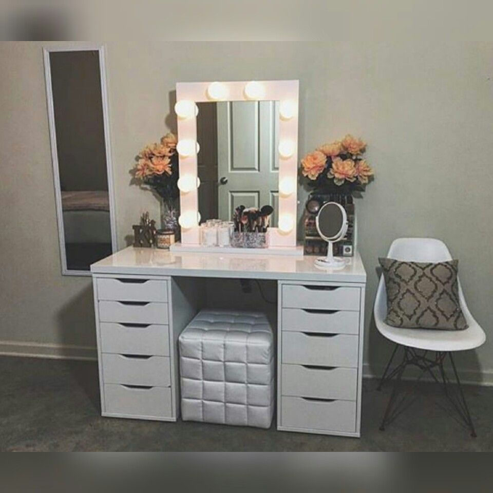 Image of: Bedroom Vanity Set with Lights Home
