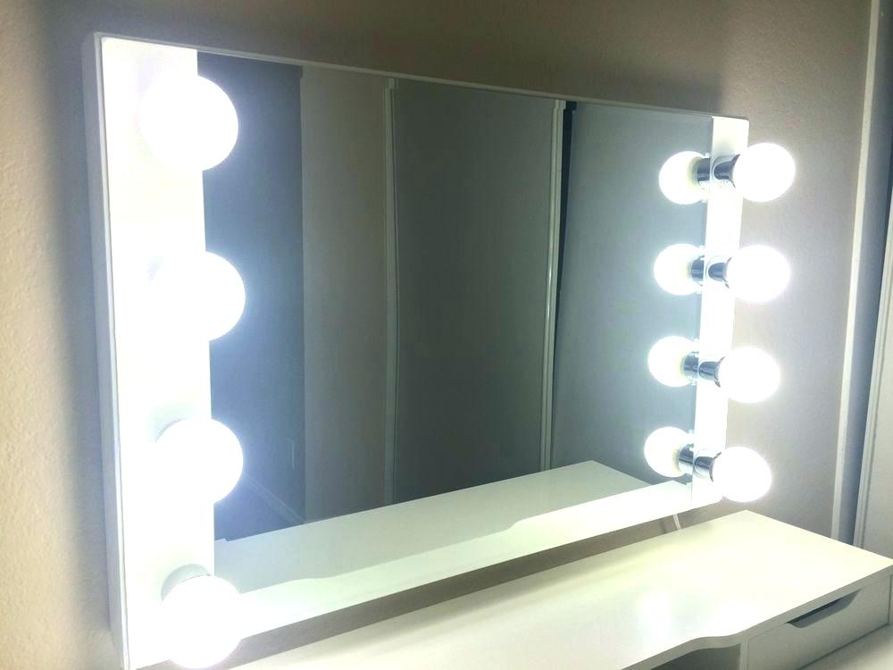 Image of: Bedroom Vanity Set with Lights Idea