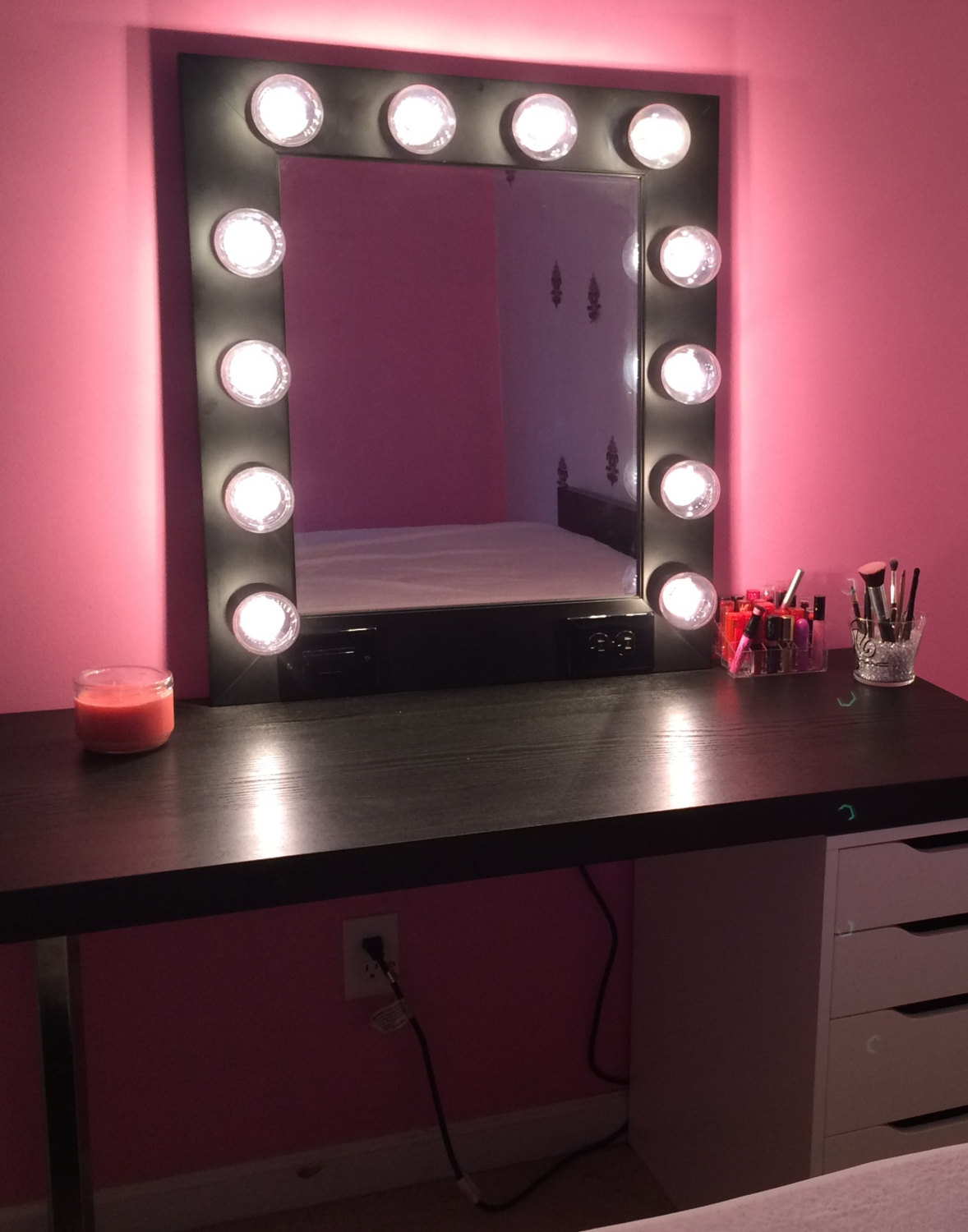 Picture of: Bedroom Vanity Set with Lights White