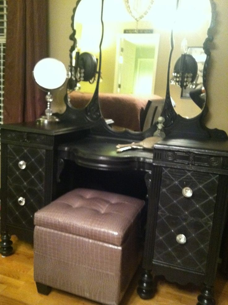 Image of: Black Bedroom Vanity With Lights