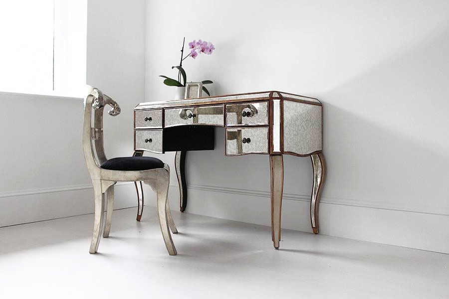 Image of: Chic Mirrored Vanity Table