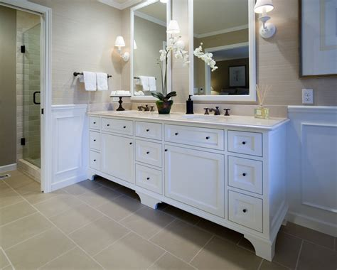 Image of: Clean Double Vanity Bathroom