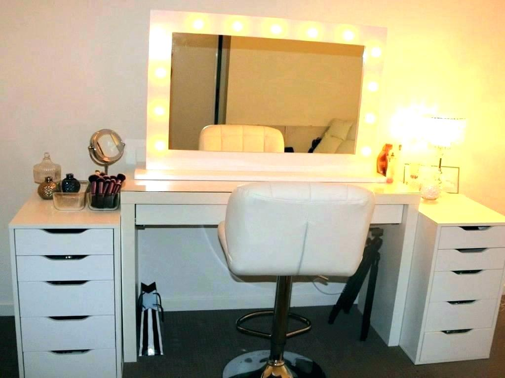 Image of: DIY Small Bedroom Vanity