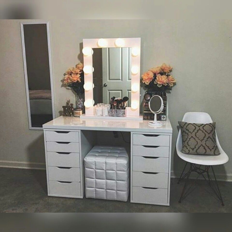 Image of: vanity dressing table with mirror and lights Beautiful DIY Vanity Mirror With Lights for Bathroom and Makeup Station