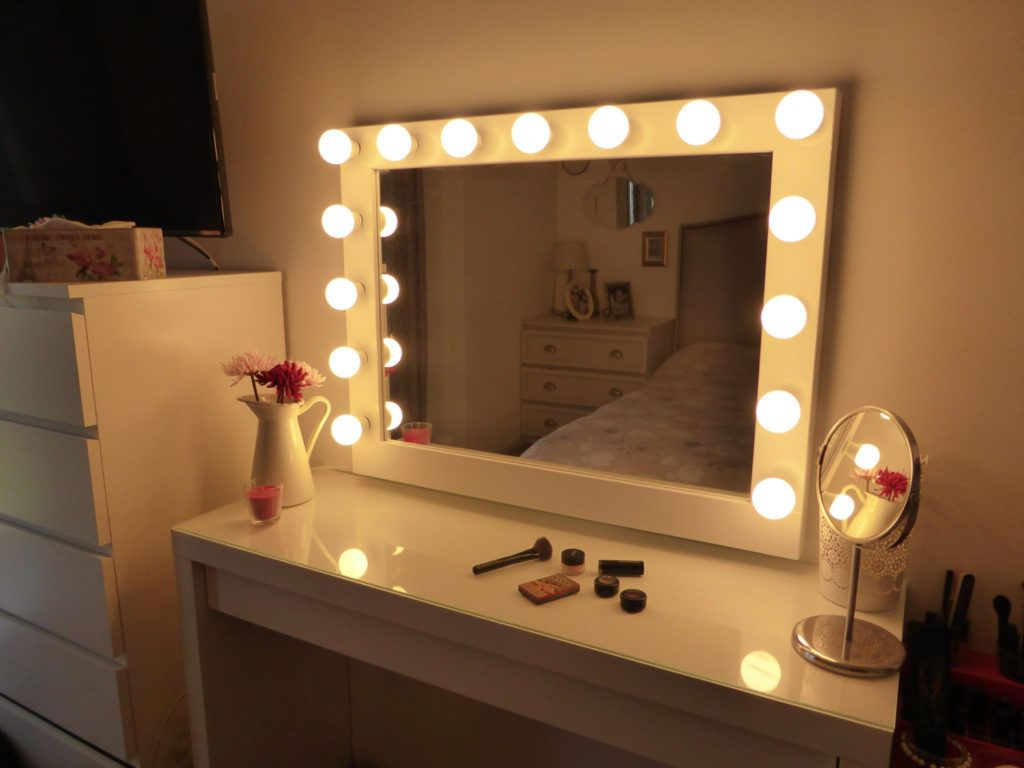 Picture of: DIY Vanity Mirror With Lights