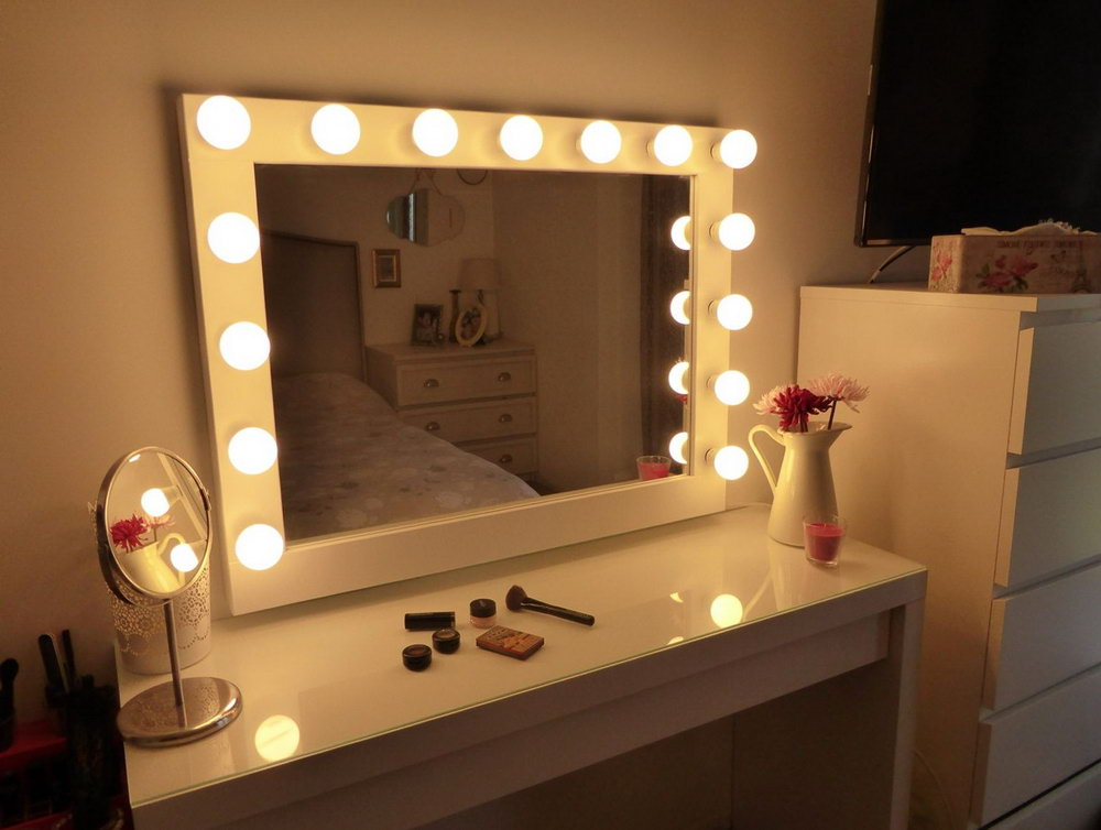 Picture of: Design Vanity Set With Lights