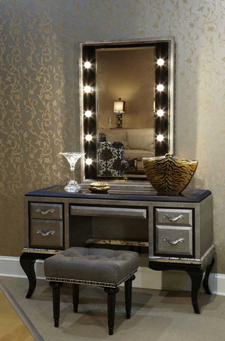 Picture of: Elegant Vanity Set With Lights
