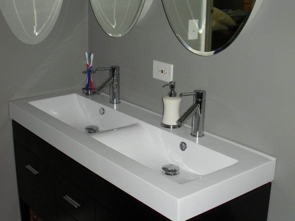 Image of: Elegant White Double Vanity